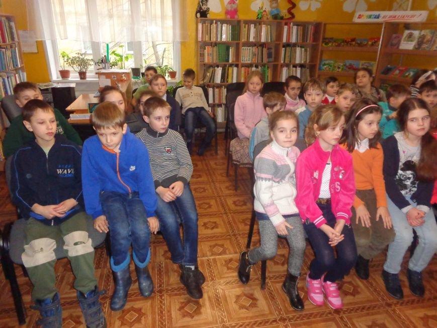 В детской центральной библиотеке имени А. П. Гайдара в Красноармейске задорно и весело прошел Праздник Книги (фото) - фото 4