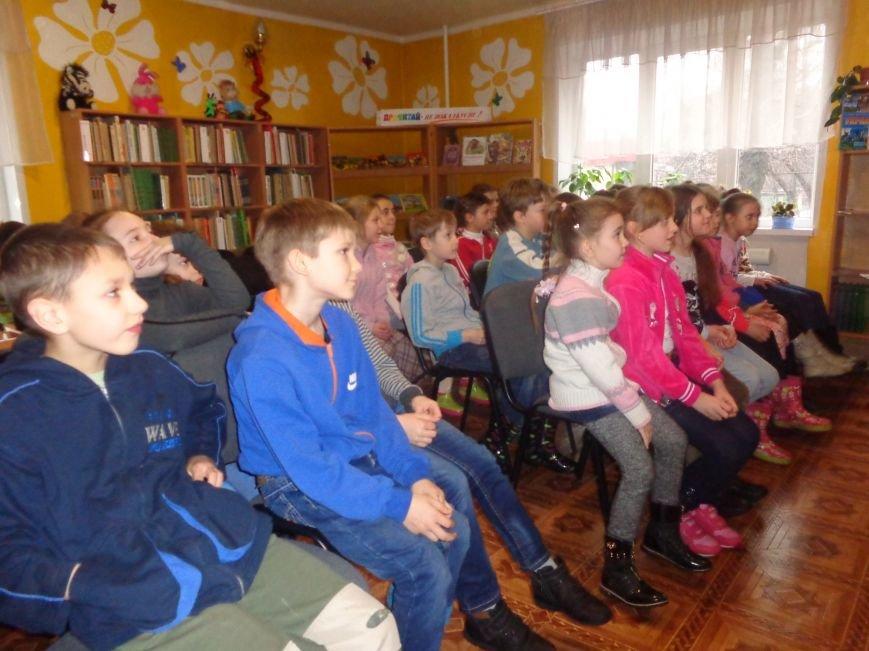 В детской центральной библиотеке имени А. П. Гайдара в Красноармейске задорно и весело прошел Праздник Книги (фото) - фото 3