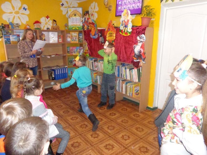 В детской центральной библиотеке имени А. П. Гайдара в Красноармейске задорно и весело прошел Праздник Книги (фото) - фото 18