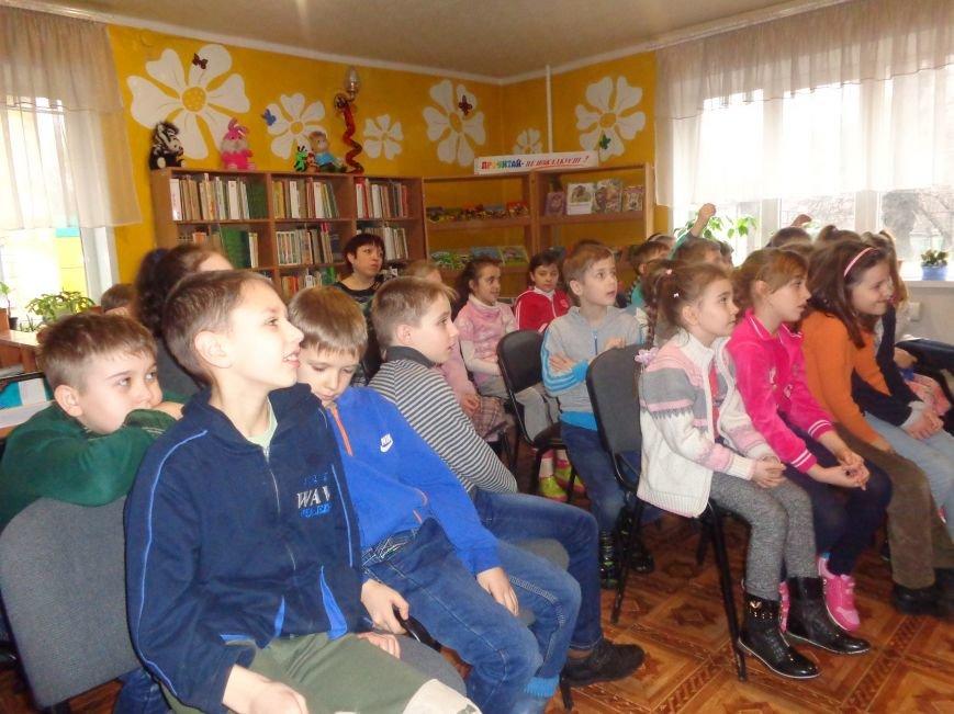В детской центральной библиотеке имени А. П. Гайдара в Красноармейске задорно и весело прошел Праздник Книги (фото) - фото 10