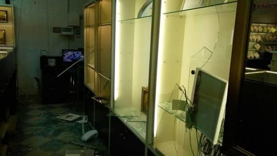В Броварах неизвестные с топорами ограбили ювелирный магазин (ФОТО) (фото) - фото 2