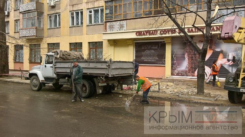 В жилой многоэтажке в центре Симферополя рухнула крыша (ФОТО) (фото) - фото 1