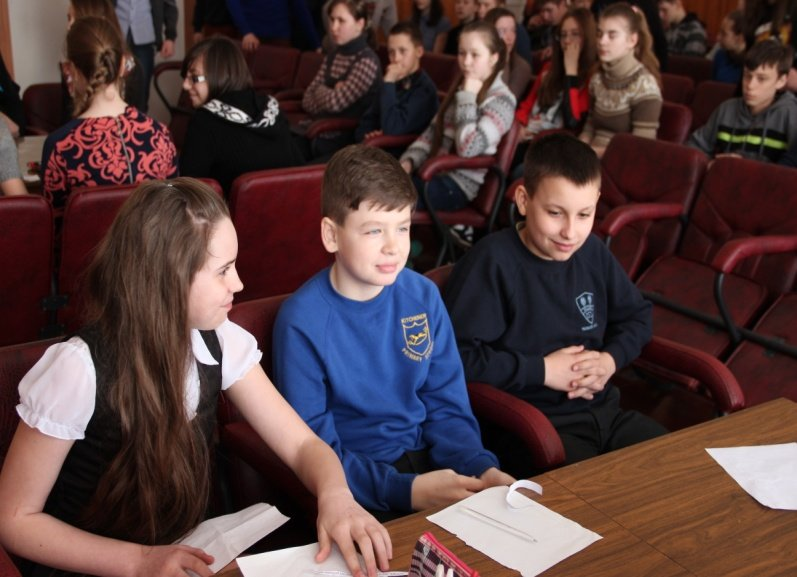 В Доброполье ученики 6-7 классов соревновались в турнире знатоков «Лучший читатель года» (фото) - фото 1