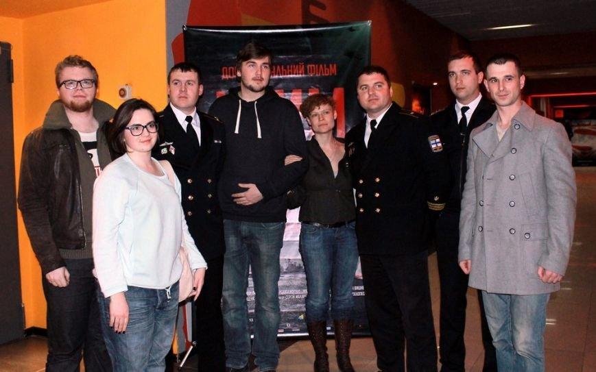6ddb6f762d7947ff0ac1af54c95028ab На премьере фильма «Крим: як це було» плакали одесситы и военные моряки