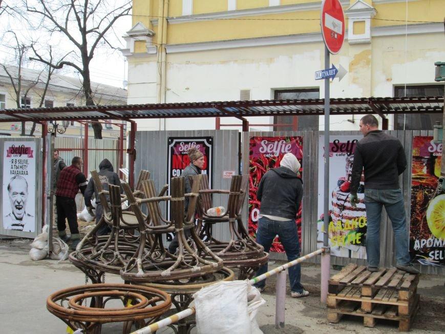233fc1d23d175b1c420b47e0c8cd9400 В центре Одессы - непрекращаемая стройка: Дерибасовская готовится к курортному сезону