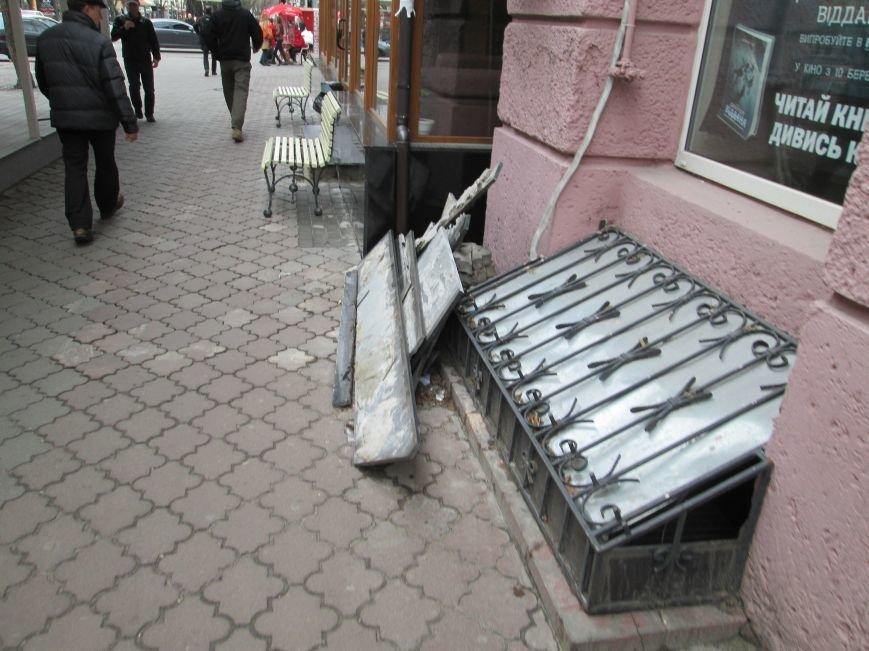 ec6b06a192a1011197665b2af5254b4a В центре Одессы - непрекращаемая стройка: Дерибасовская готовится к курортному сезону