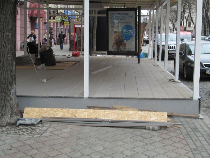 fe78e9ce600ae1dde54681ee8d1f1040 В центре Одессы - непрекращаемая стройка: Дерибасовская готовится к курортному сезону