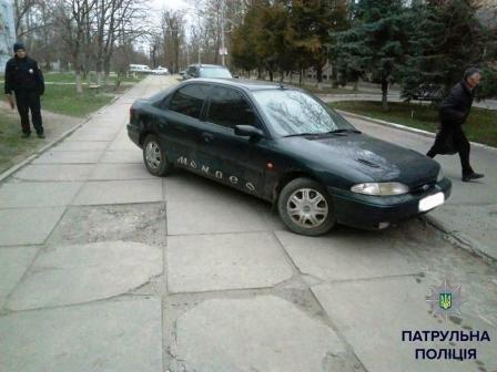 Шедевры паркования по-херсонски (фото) (фото) - фото 1