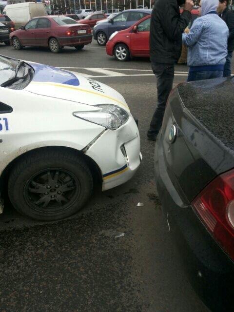 8a3b38a17d164b979353e7db6494e610 В Одессе полицейский автомобиль спровоцировал аварию