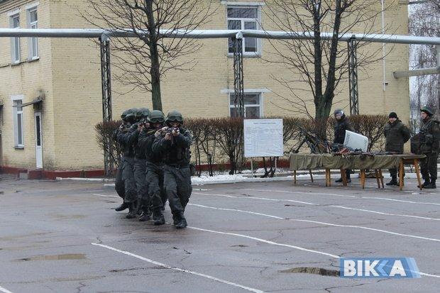 Черкаські нацгвардійці продемонстрували бойову міць (ФОТО) (фото) - фото 3