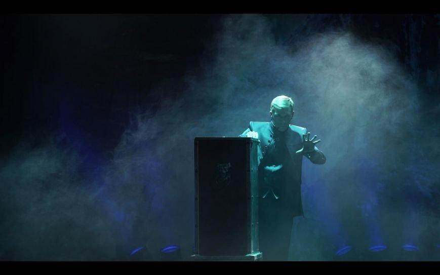 Несколько тонн иллюзионной аппаратуры, декораций и спецэффекты: В Новополоцке выступит участник телепроекта «Удиви меня!» на ТВ-3 (фото) - фото 1
