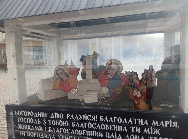 Вандали знову понівечили різдвяну шопку в центрі міста. Фото (фото) - фото 6