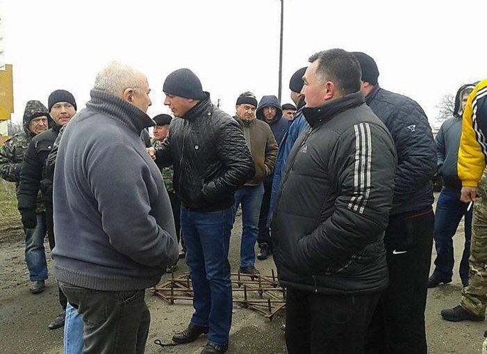 Трасса «Николаев - Днепропетровск» перекрыта для всего транспорта: люди протестуют (ФОТО) (фото) - фото 1
