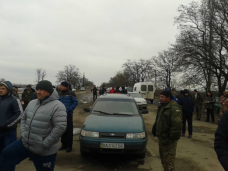 Трасса «Николаев - Днепропетровск» перекрыта для всего транспорта: люди протестуют (ФОТО) (фото) - фото 2