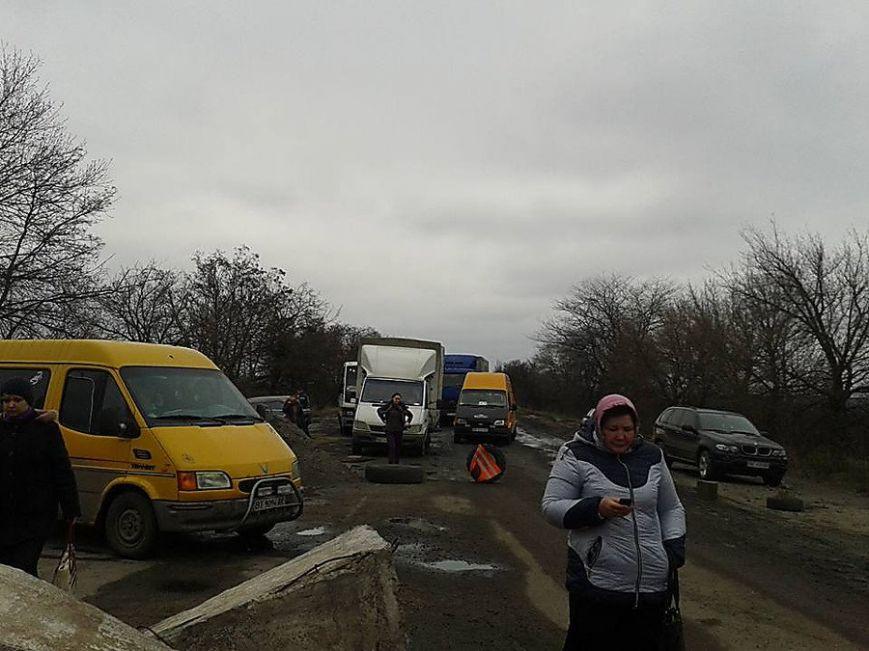 Трасса «Николаев - Днепропетровск» перекрыта для всего транспорта: люди протестуют (ФОТО) (фото) - фото 3