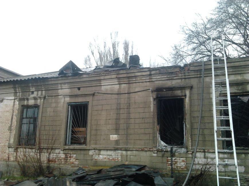 В Криворожье сгорело здание школьной мастерской и школьный автобус (фото) - фото 1