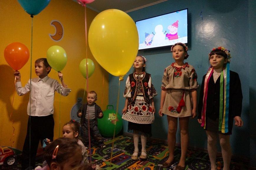 Новые тренажеры для родителей и развивающие игрушки для малышей: депутаты горсовета предметно решили проблемы общежития  №14 (ФОТО) (фото) - фото 2