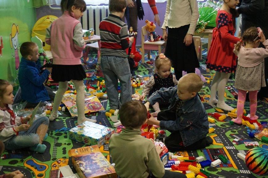 Новые тренажеры для родителей и развивающие игрушки для малышей: депутаты горсовета предметно решили проблемы общежития  №14 (ФОТО) (фото) - фото 3