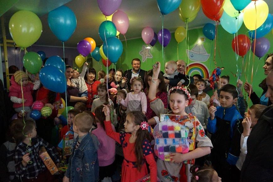 Новые тренажеры для родителей и развивающие игрушки для малышей: депутаты горсовета предметно решили проблемы общежития  №14 (ФОТО) (фото) - фото 4