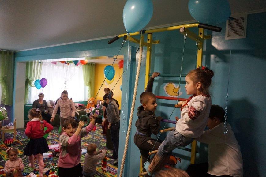 Новые тренажеры для родителей и развивающие игрушки для малышей: депутаты горсовета предметно решили проблемы общежития  №14 (ФОТО) (фото) - фото 7