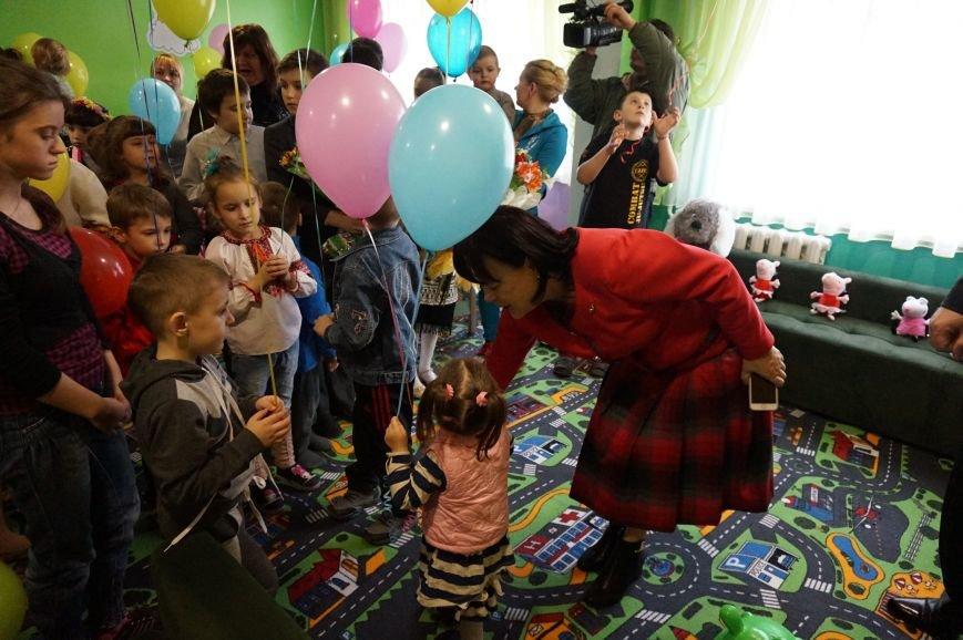 Новые тренажеры для родителей и развивающие игрушки для малышей: депутаты горсовета предметно решили проблемы общежития  №14 (ФОТО) (фото) - фото 6