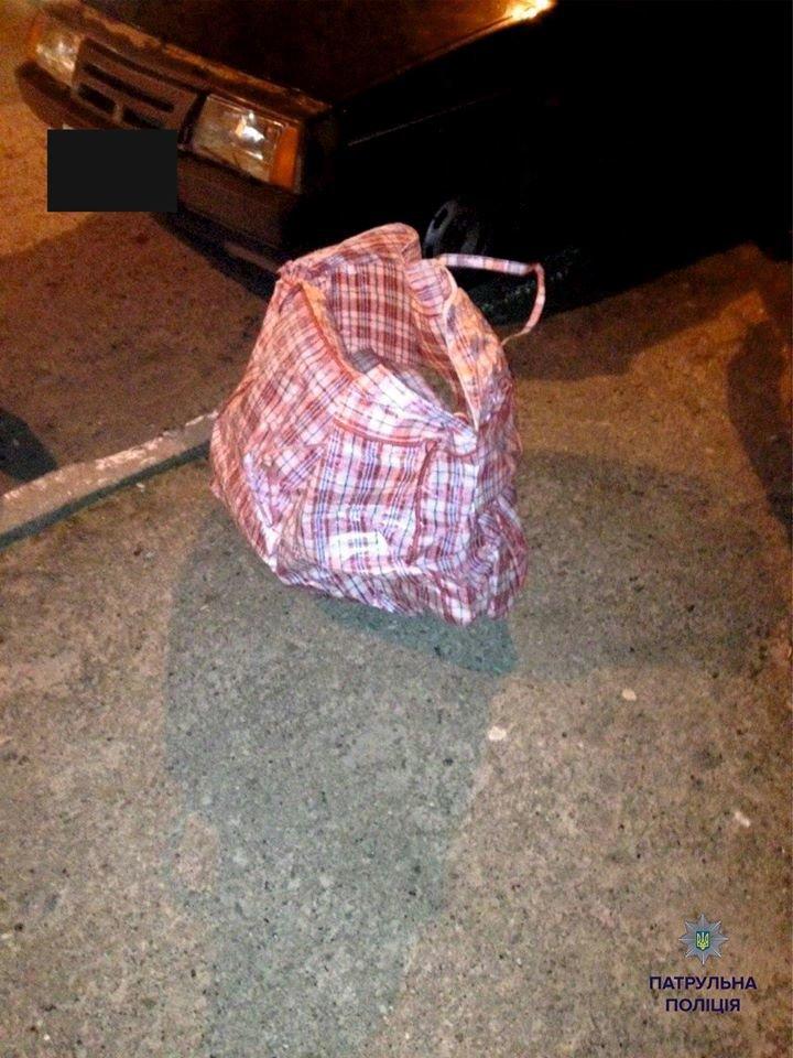 На Сихові невідомі особи намагались проникнути в автомобіль (ФОТО), фото-1