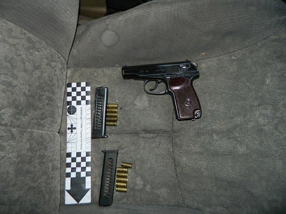 В Киеве полицейские остановили авто с оружием и электрошокером (ФОТО) (фото) - фото 4