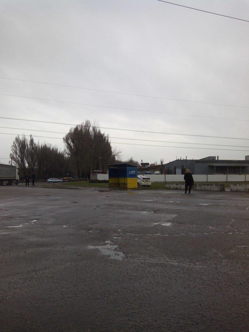 Стало известно, зачем полиция пряталась за остановкой на повороте на Мирный (фото) - фото 1