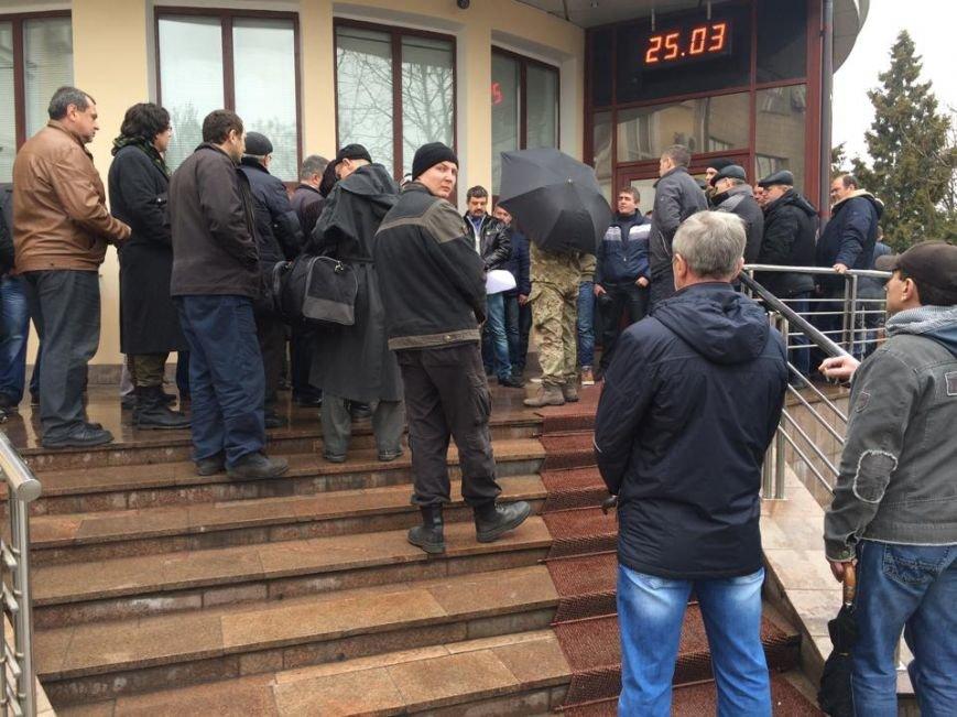 Члены независимого профсоюза в Мариуполе требуют убрать начальника порта (ФОТО+ВИДЕО), фото-1