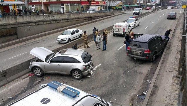 На Севастопольской площади произошло ДТП с участием 8 автомобилей (ФОТО) (фото) - фото 1