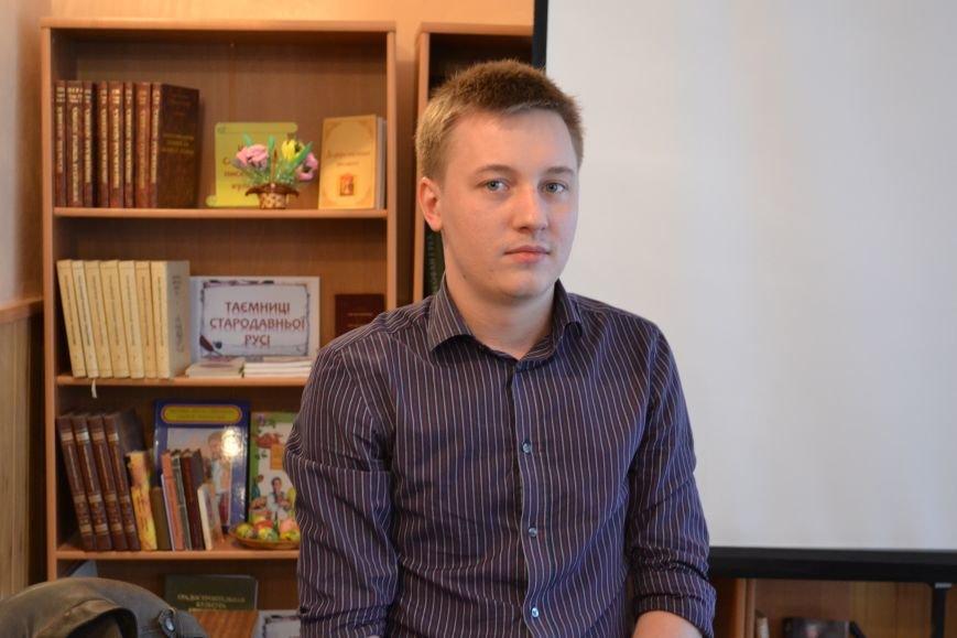 Днепропетровский поэт Владислав Малицкий представил в Днепродзержинске свою дебютную книгу, фото-2