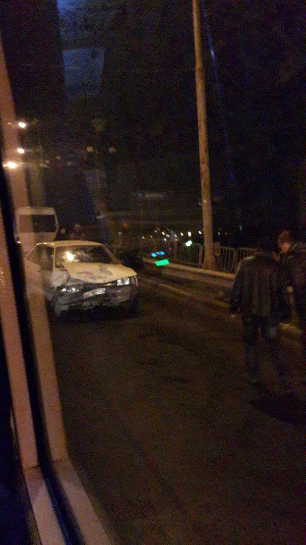 Два резонансных ДТП в Днепропетровске: столкновение на Старом мосту и улице Шевченко (ФОТО) (фото) - фото 2
