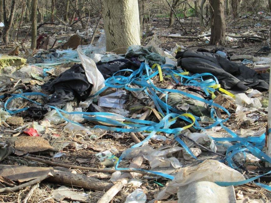 268a29c2d6a92f67fd4231ad63136869 Возле одесской школы местные жильцы устроили свалку мусорных отходов