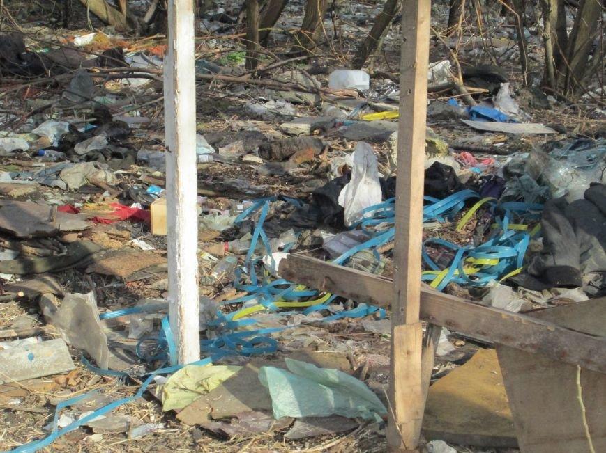 512cff4aa82ec376bd881370f4b6b5e8 Возле одесской школы местные жильцы устроили свалку мусорных отходов