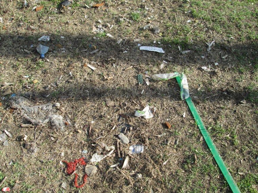 c477e145b9c587dd729c5241c6f5ae3f Возле одесской школы местные жильцы устроили свалку мусорных отходов