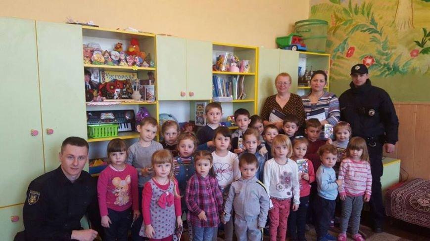 Що робили поліцейські в ужгородському дитячому садку? (фото) - фото 1