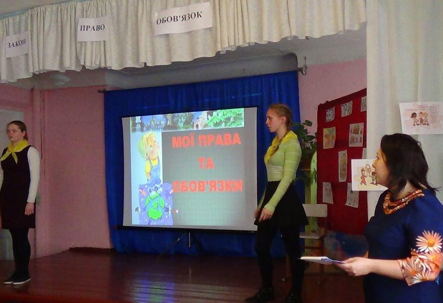 Воспитанникам школы-интерната в Димитрове (Мирнограде) рассказали о законах, правах и обязанностях (фото) - фото 1