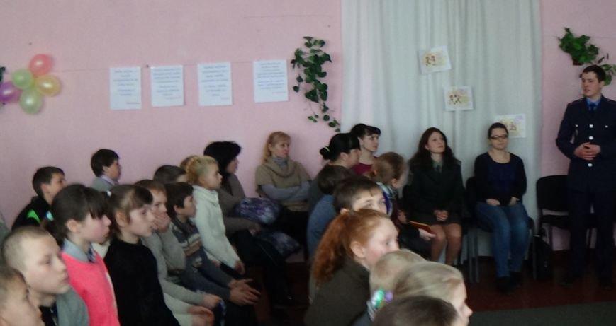 Воспитанникам школы-интерната в Димитрове (Мирнограде) рассказали о законах, правах и обязанностях (фото) - фото 2