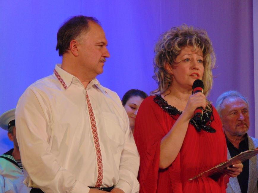 Мариупольцам подарили праздник музыки, стихов и любви (ФОТО+ВИДЕО) (фото) - фото 1
