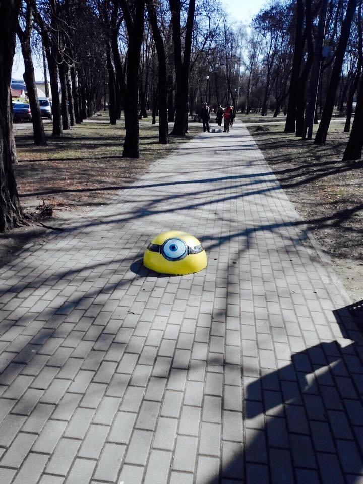 В Киеве ограничительные полусферы раскрасили в мультяшных героев (ФОТОФАКТ), фото-3