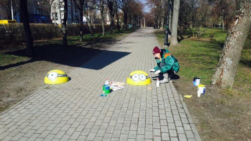 В Киеве ограничительные полусферы раскрасили в мультяшных героев (ФОТОФАКТ), фото-1