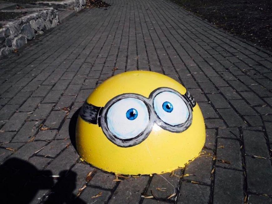В Киеве ограничительные полусферы раскрасили в мультяшных героев (ФОТОФАКТ), фото-5