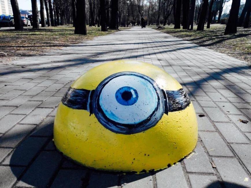 В Киеве ограничительные полусферы раскрасили в мультяшных героев (ФОТОФАКТ), фото-4