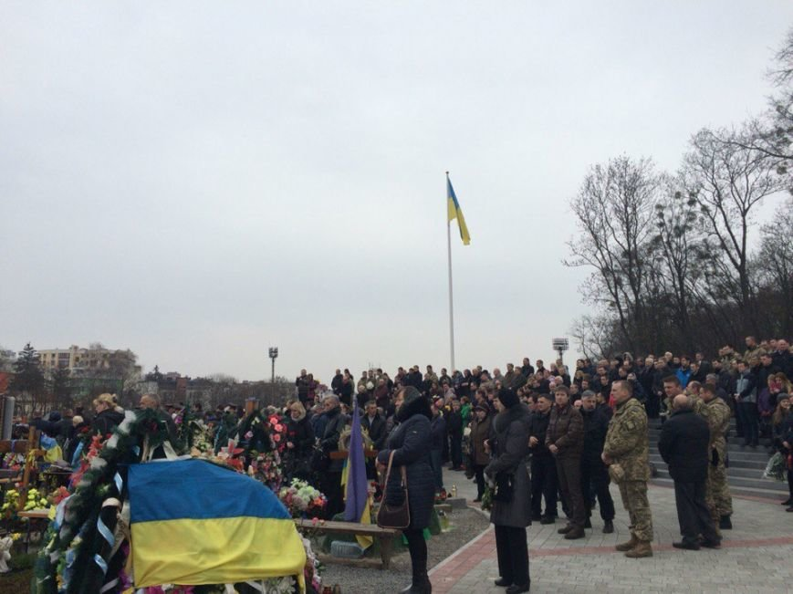 Вони повинні навічно залишитися у наших серцях, у нашій пам'яті, - Тарас Пастух про двох бійців АТО, яких поховали у Львові (фото) - фото 1