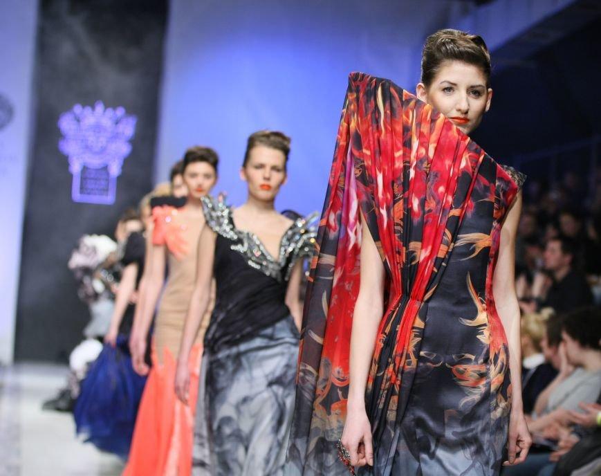_on_aura_tout_yu_france_in_lviv_fashion_week_2day_kraws_1131