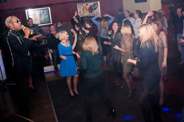 Кубинские звезды в Новополоцке: в «PLAZA Вернисаж» звучали хиты 80-х (фото) - фото 4