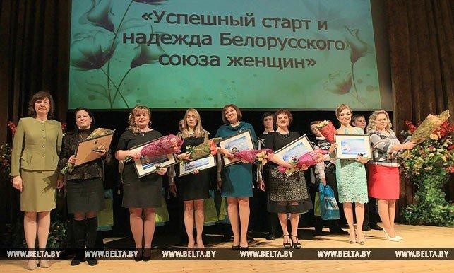 Наталья Кочанова поздравила победительниц республиканского конкурса «Женщина года», фото-1