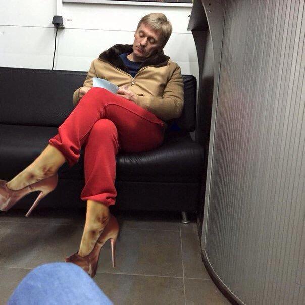 Макеевчане, а вы видели? Алые штаны пресс-секретаря президента РФ взорвали интернет (фото) - фото 1