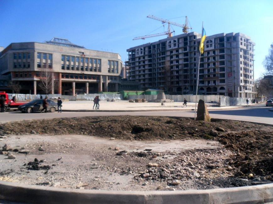 Площа Героїв Євромайдану у Тернополі лякає перехожих (фото) (фото) - фото 1