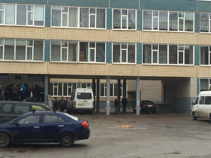Начало голосования в Кривом Роге: избиратели к 8 утра пришли на участки (ФОТО) (фото) - фото 1